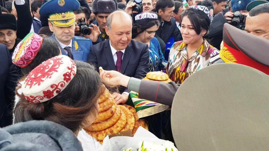 Еще ближе: на границе Таджикистана и Узбекистана открылся новый КПП (ФОТО)