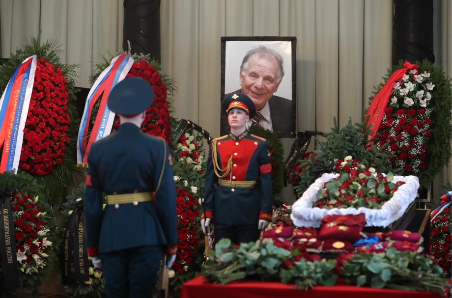 Отец советской электроники: в Петербурге простились с Жоресом Алферовым