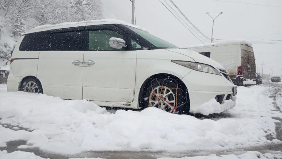 В снежном плену: открытия Военно-Грузинской дороги ждут около 180 авто