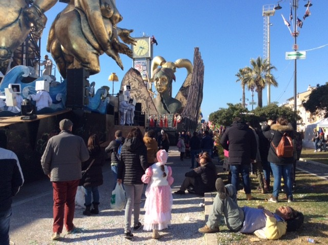 На карнавале в Виареджо победила Белоснежка и экология