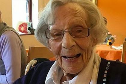 Все надо попробовать: столетняя британка попросила арестовать ее