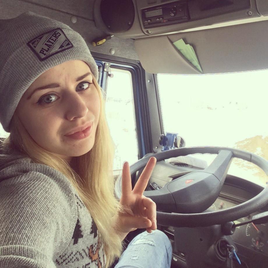 Красавица и КамАЗ: как хрупкая москвичка оказалась за рулем самосвала?