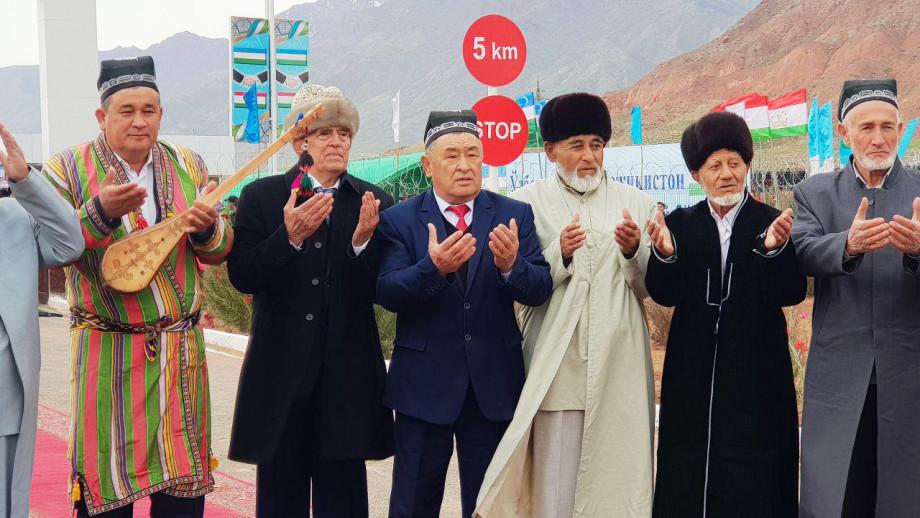 Концерт и теплая встреча: открытие КПП на таджикско-узбекской границе стало праздником