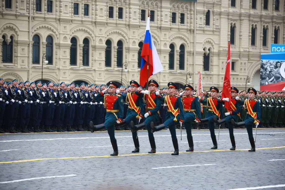 Девушки и кабриолеты: как прошел парад Победы на Красной площади
