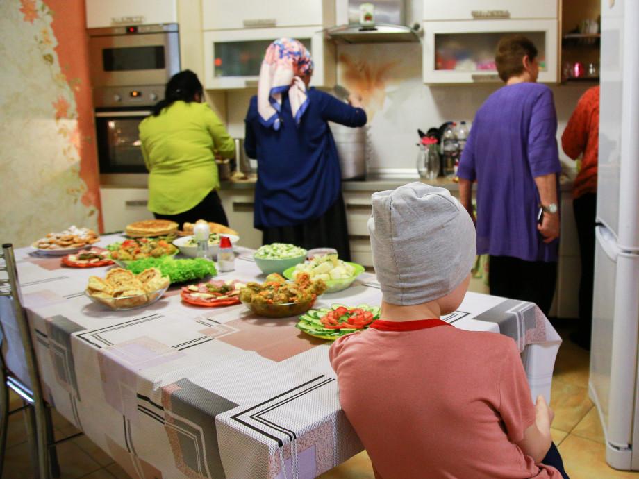 «Пройти все круги ада»: как в Москве помогают с жильем онкобольным детям со всей России