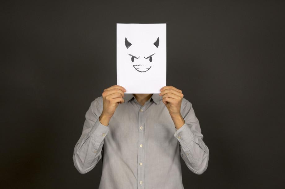 Враг на работе: как правильно действовать, если он у вас есть