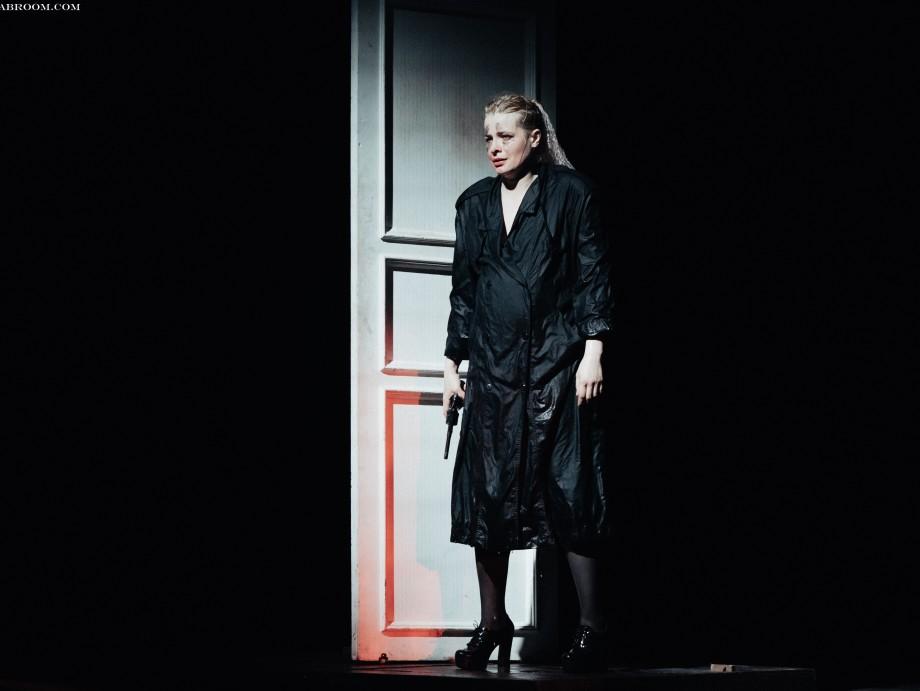 «Пер Гюнт» в театре Вахтангова – черно-бело-красное кино о блуждающей душе