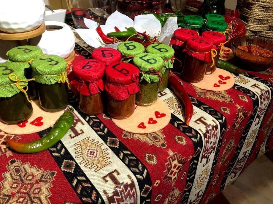 С медом, мятой и ароматом дыма: аджика – главная приправа грузинской кухни