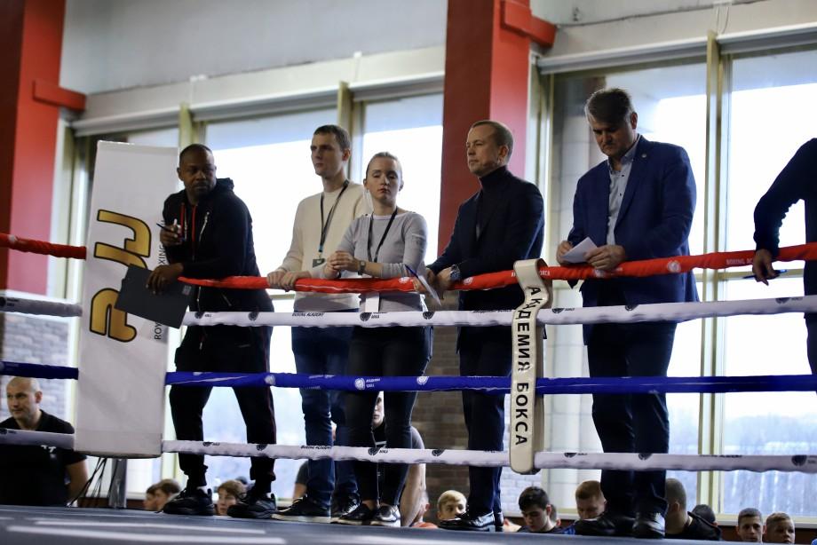 Команда чемпиона: Рой Джонс отобрал в свою школу около сотни юных боксеров