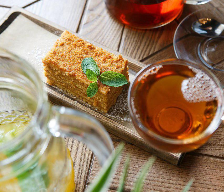 Вкус ноября: облепиховый чай, сок со специями и ромом и глинтвейн с черносливом