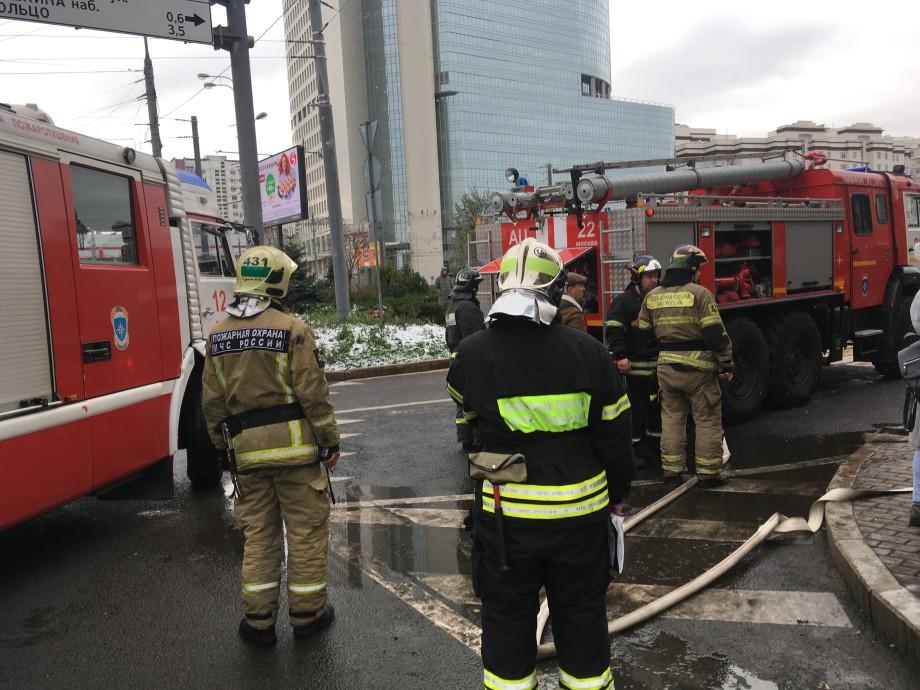 У метро «Преображенская площадь» в Москве сгорел ларек с газетами