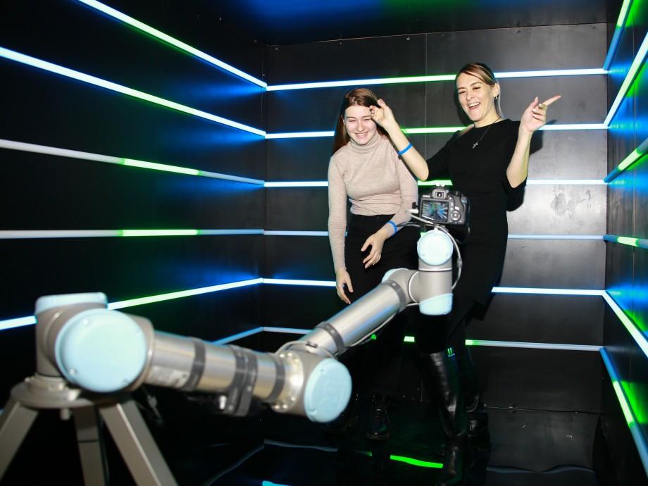 «МИР» поделился со зрителями секретами телепроизводства в ТЦ «Европейский»