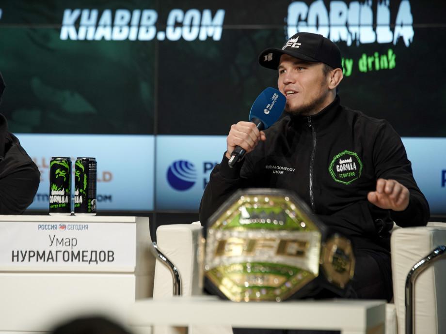 Без Хабиба: о чем говорили на пресс-конференции звезды MMA, куда он сам не явился