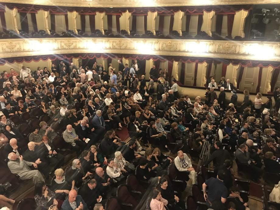 В Тбилиси проститься с Гией Канчели пришли тысячи его поклонников
