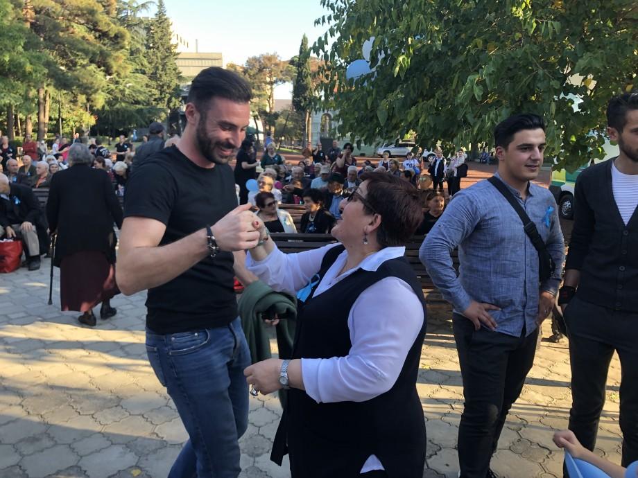 Осенний вальс и песни юности: в Тбилиси отметили День пожилых людей