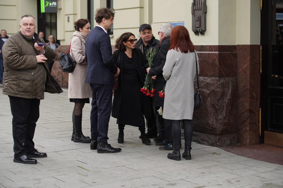 Москвичи прощаются с режиссером Марком Захаровым