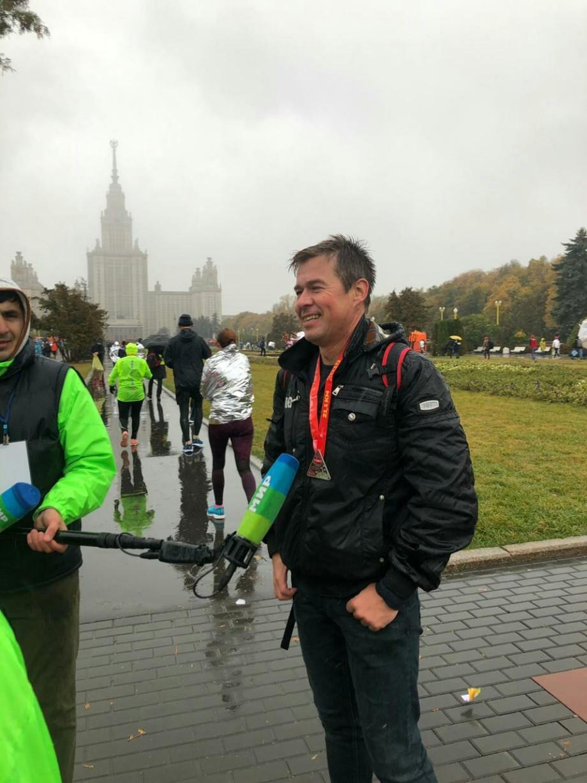 Промозглая погода не испугала участников полумарафона в Москве