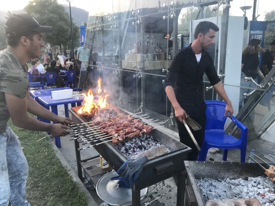 «Тбилисоба» в цветах: столица Грузии празднует День города