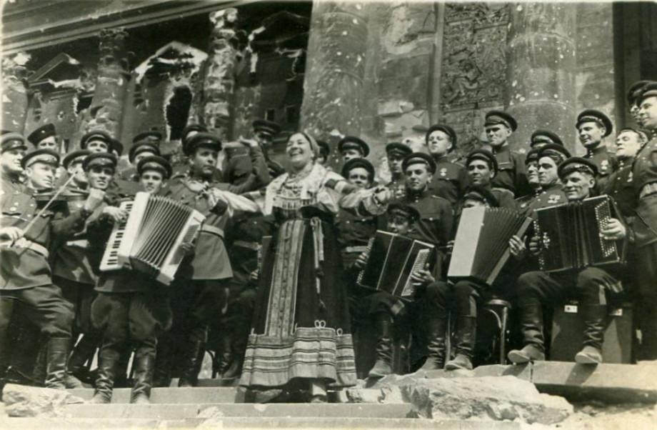 Нищета, мужчины и знаменитые «Валенки» Лидии Руслановой