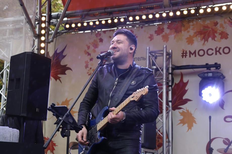Музыка нон-стоп, танцы под дождем и новинки телесезона: «МИР» отметил 27-летие ярким концертом