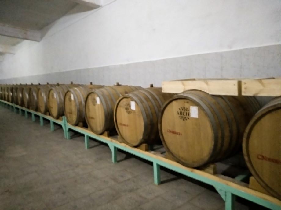 Древние традиции и современная техника: как делают вино в Кыргызстане