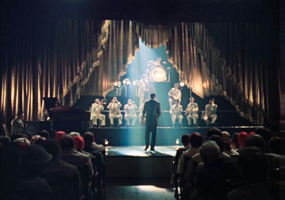 Беременная Долина, поющий оператор и «неудачная» смерть Брежнева: 10 фактов о фильме «Мы из джаза»