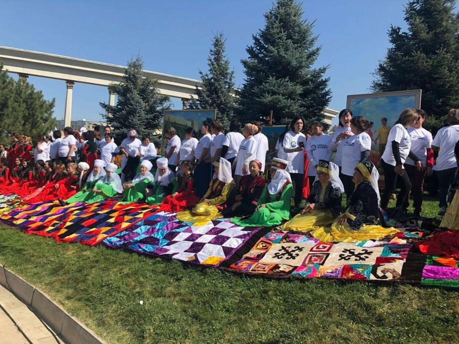 «Корпе-фест»: как за три дня научиться шить по-казахски