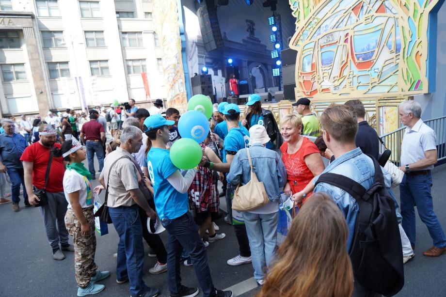 День города вместе с «МИРом»: москвичи проверяют себя на знание столицы и получают подарки