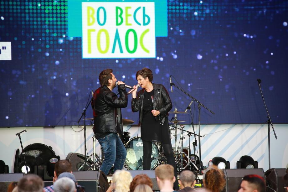 Москва, сцена, драйв: «МИР» зарядил гостей праздника на Охотном ряду позитивом