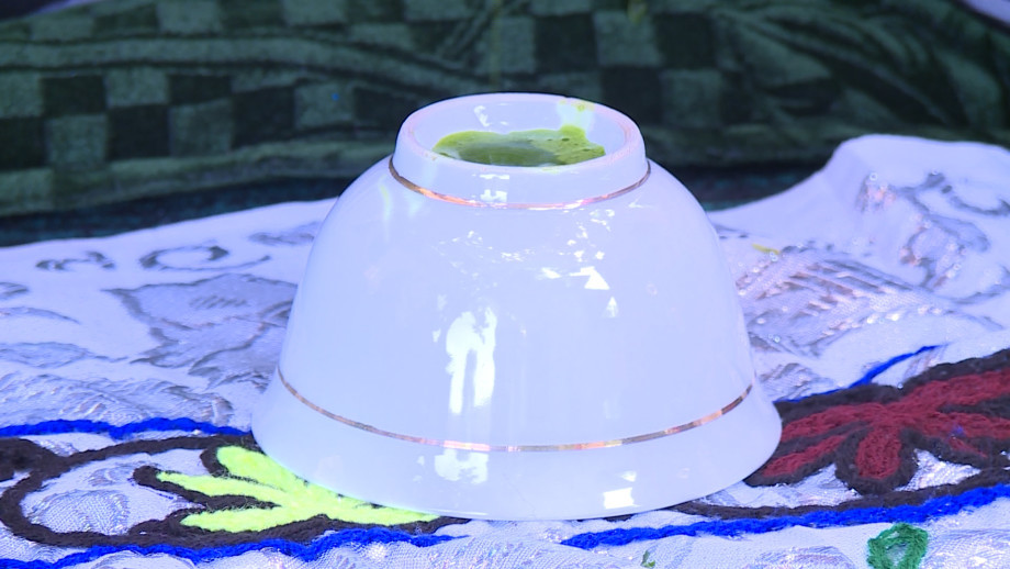 Древний рецепт: в чем секрет черных бровей таджикских красавиц?