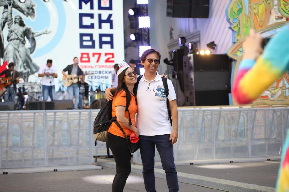 День «МИРа» в День Москвы: зрители собираются на большой концерт на Охотном ряду