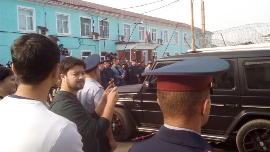 Кокорина приехали встречать его жена и отчим
