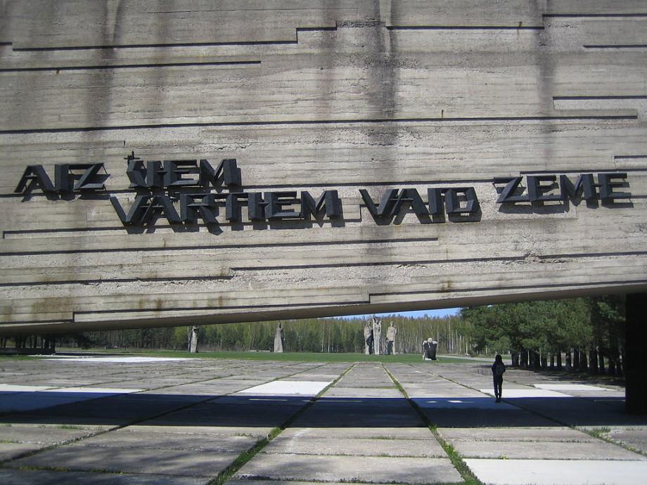 «Малыши не так быстро умирали, как хотели нацисты»: воспоминания о детях-узниках концлагерей
