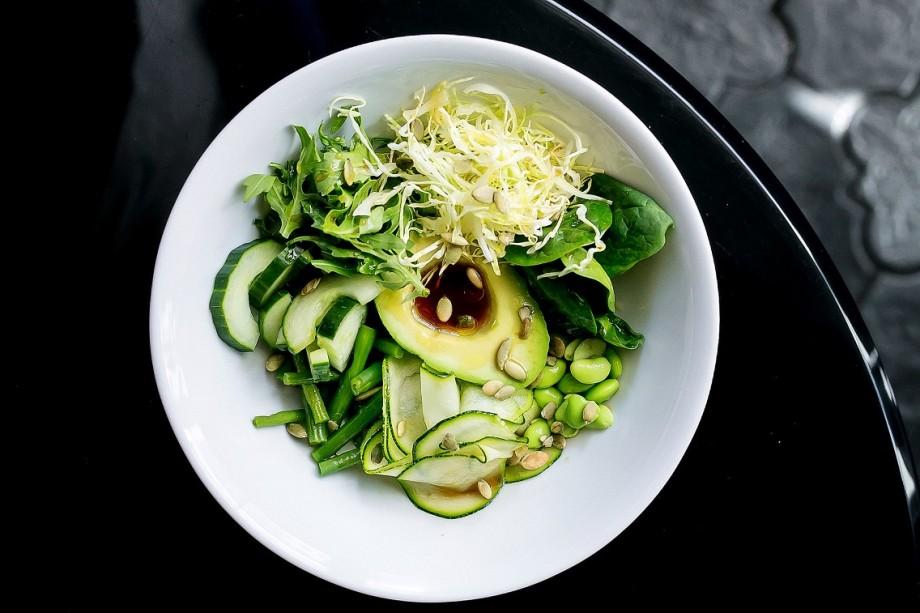 Больше зелени и овощей: салаты и поке для весеннего детокса. РЕЦЕПТЫ
