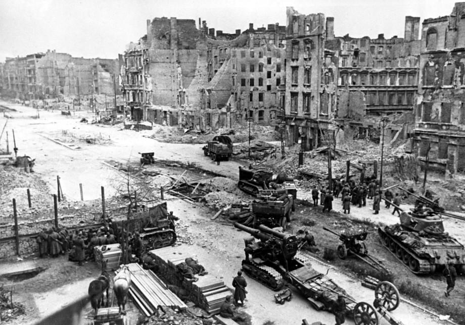«Установилась непривычная тишина»: конец Берлинской операции и войны глазами фронтовиков