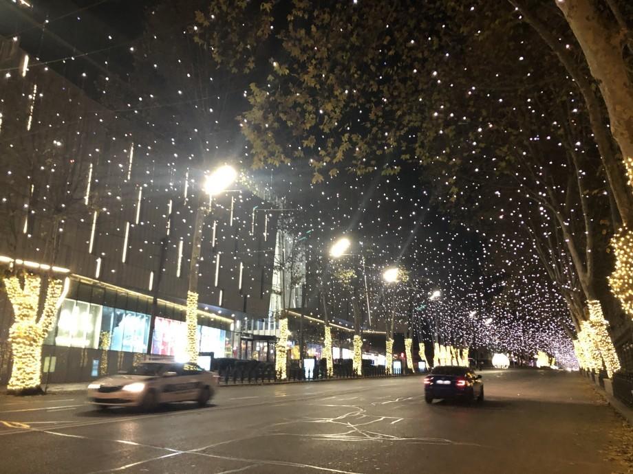 Предновогодний Тбилиси: грузинская столица засверкала огнями