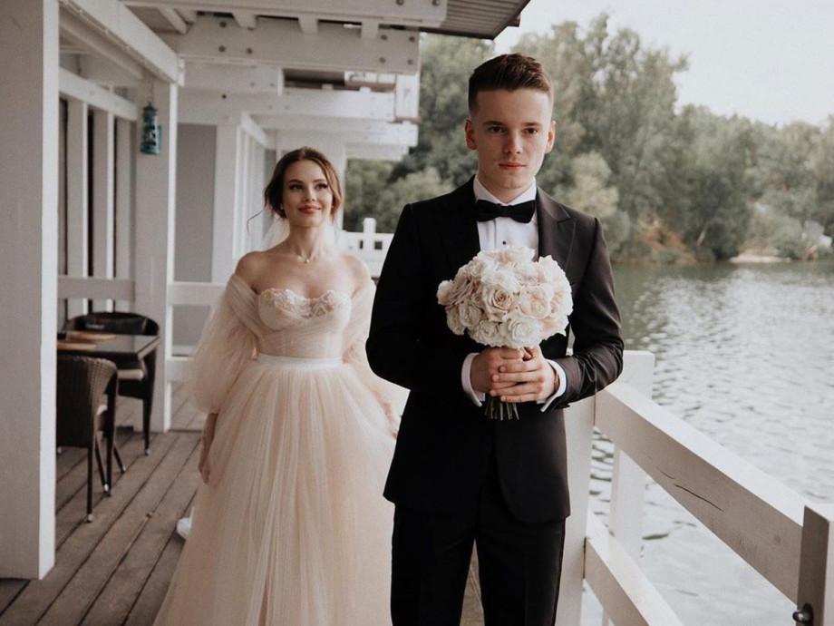 Свадьба удалась: самые яркие бракосочетания знаменитостей в 2020 году