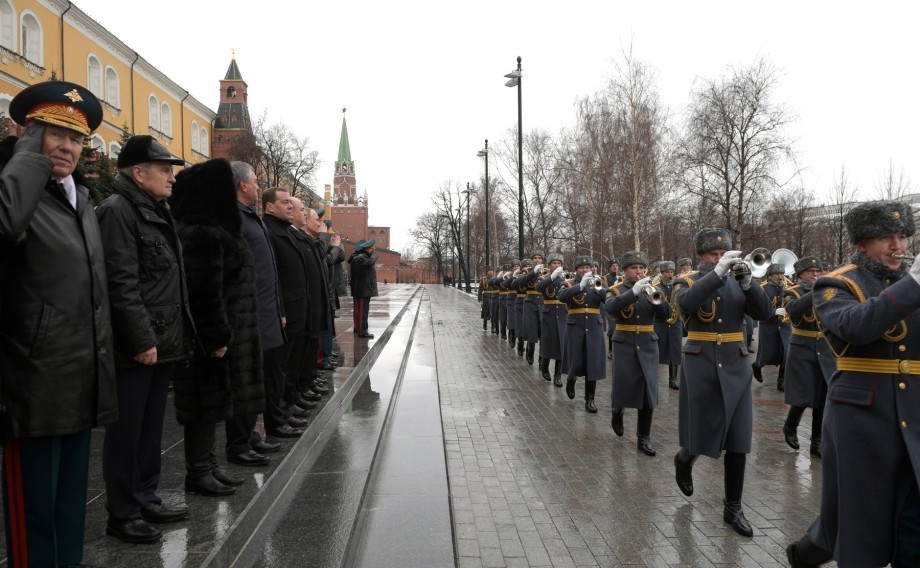 Путин в День защитника Отечества возложил цветы к Могиле Неизвестного солдата