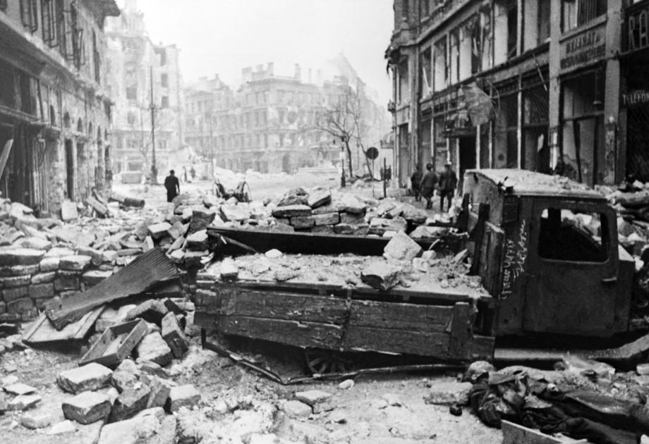 «Дунайский Сталинград»: 80 тысяч советских солдат – цена взятия Будапешта