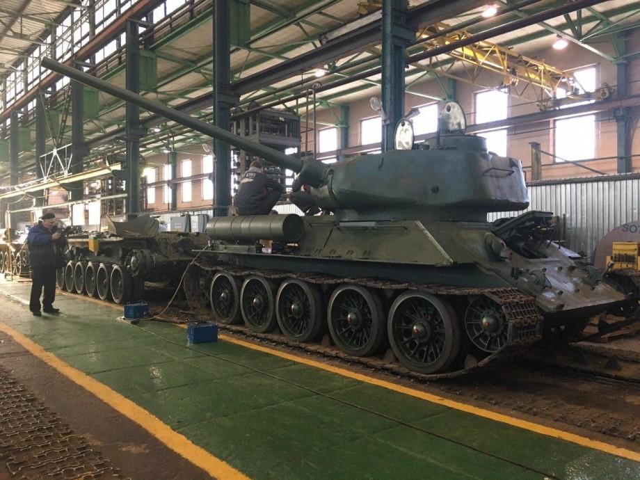 К параду Победы: в Петербурге восстанавливают танки Т-34