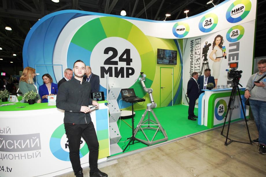 Робот-оператор снимает гостей «МИР 24» на выставке CSTB в миниклипах (ФОТО)