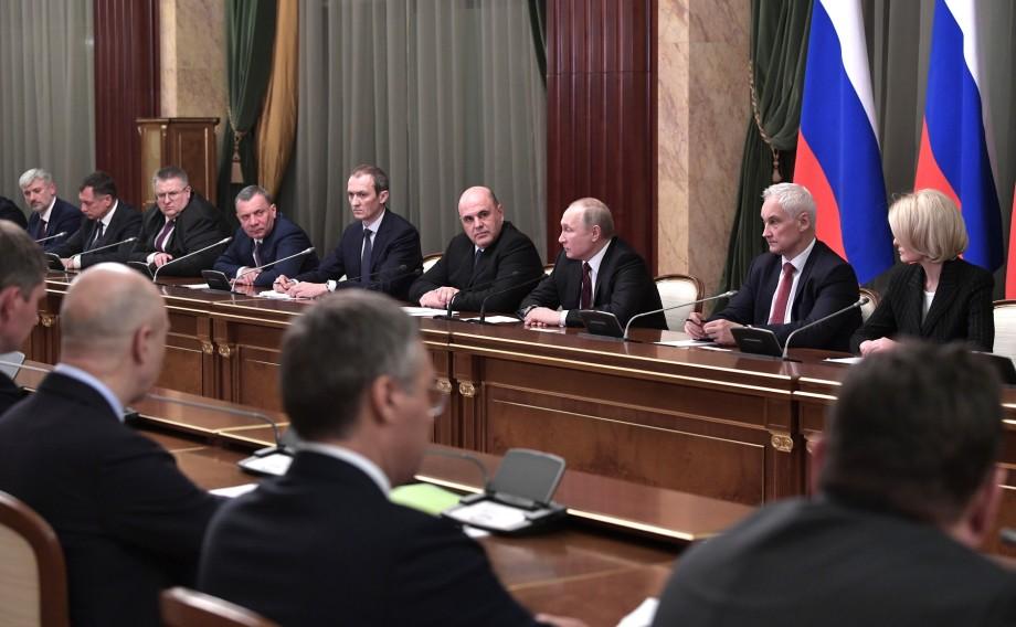 Правительство России обновилось почти наполовину: список министров