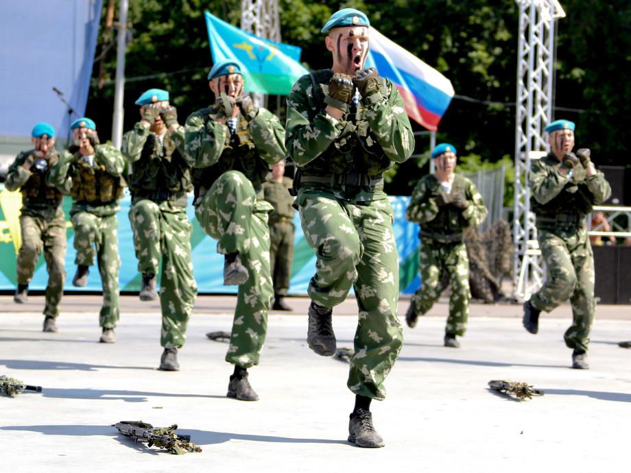 «Крылатая пехота»: 90 лет на страже мира