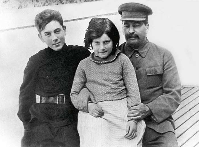 «Васька красный»: трагичная судьба любимого сына Иосифа Сталина
