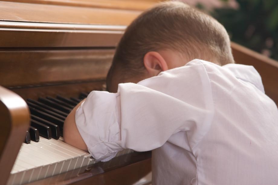 «У ребенка так и осталось ощущение, что он изгой». Как защитить детей от травли?