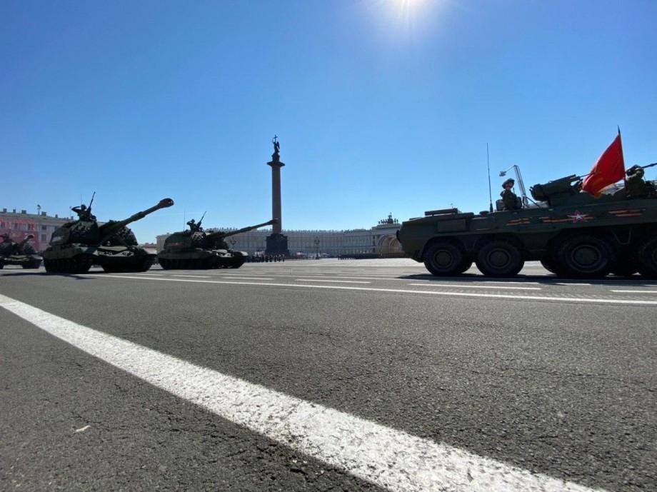 Гостями парада Победы на Дворцовой площади Петербурга стали 200 ветеранов