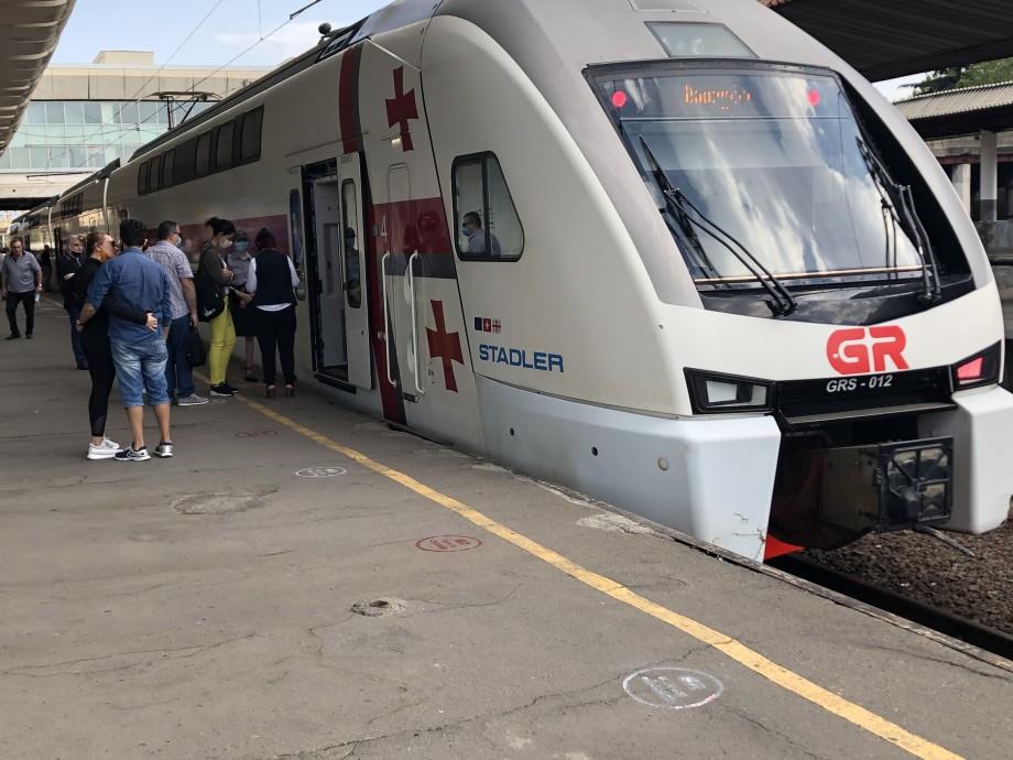 В Грузии возобновилось движение пассажирских поездов