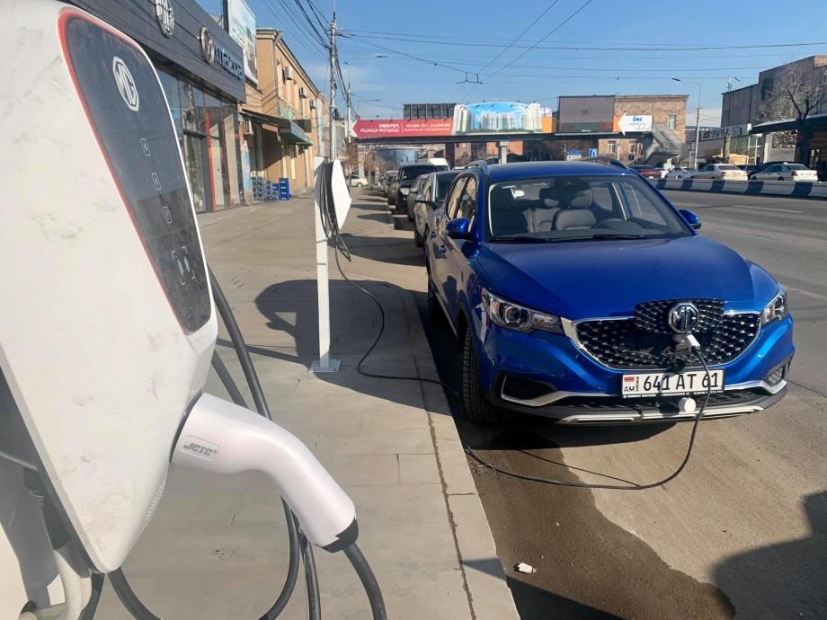 Армянский авторынок завоевывают электромобили