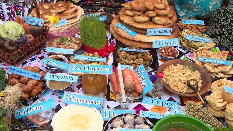 Праздничный дастархан и борьба на поясах: как празднуют Навруз в Таджикистане