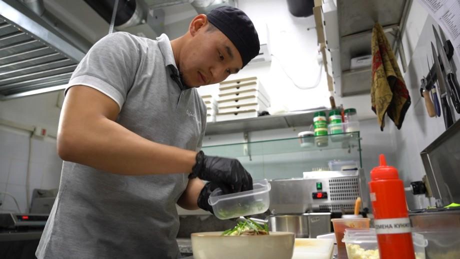 Остаться дома, чтобы заработать: как кофейня в кыргызском Таласе стала точкой притяжения трудовых мигрантов